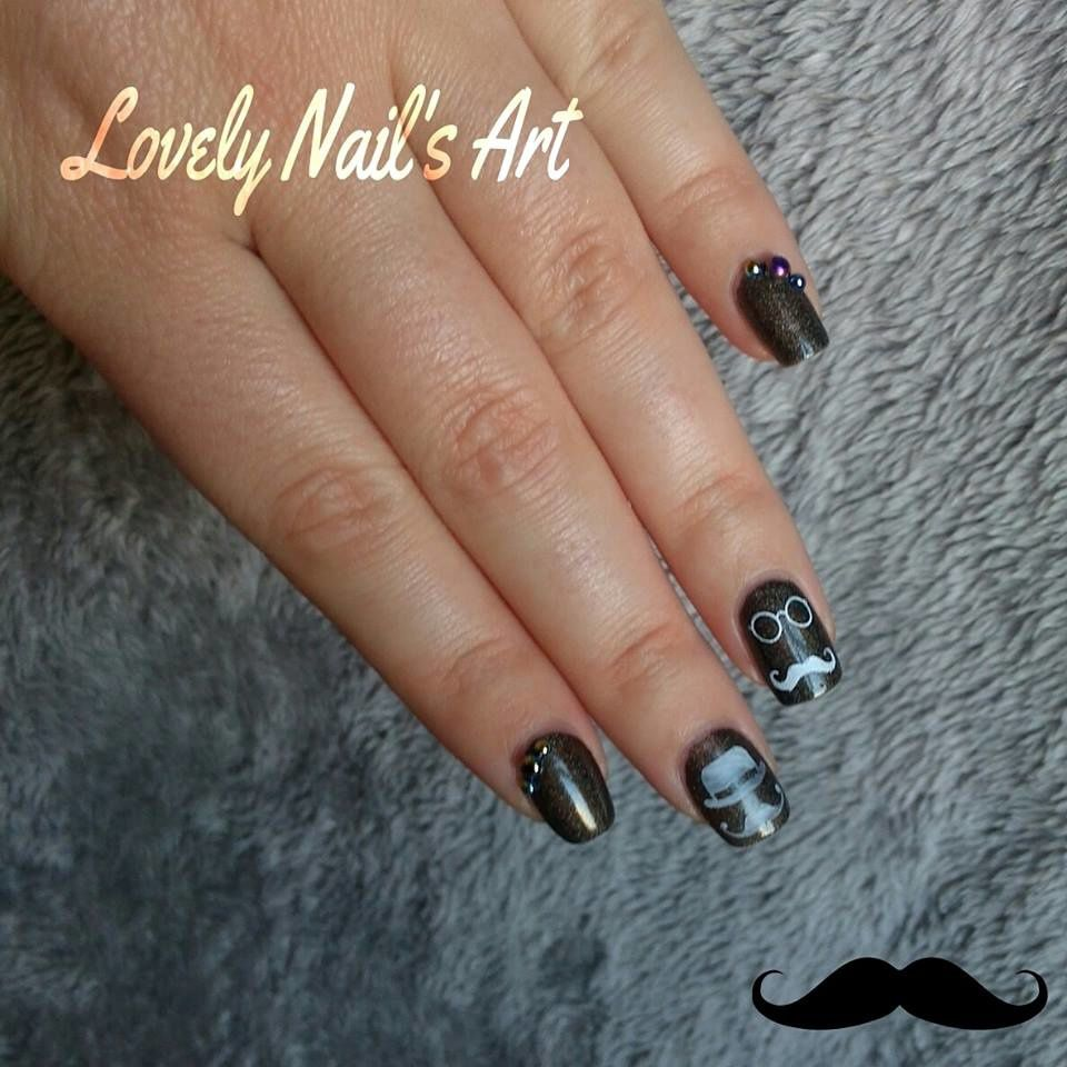 Nail art stamping *movembre moustaches*