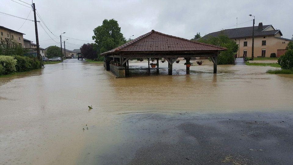 Une photo prise hier après midi  par ma soeur, pour m'informer que le village de mon enfance était isolé...