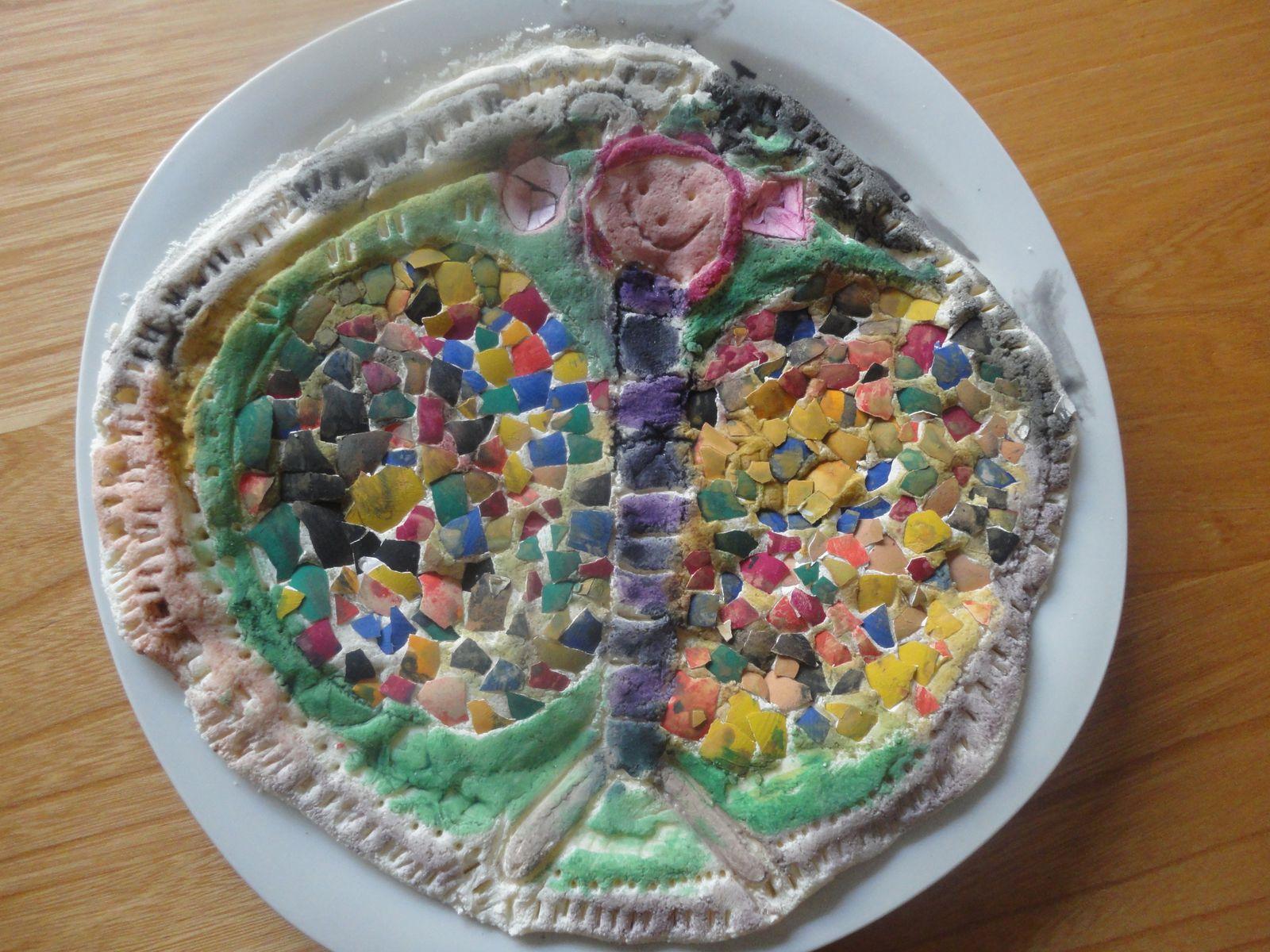 skorupkowa mozaika na spodzie z masy solnej ( prace pod dyrekcją Mruczki)