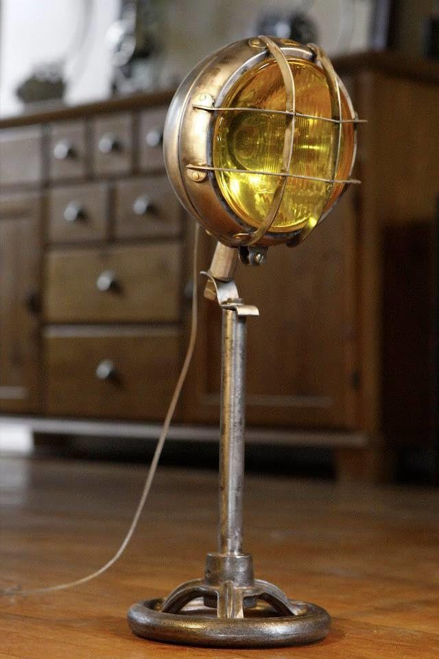 l 39 art de la r cup ou la lumi re de l 39 atelier france 39 in d co. Black Bedroom Furniture Sets. Home Design Ideas