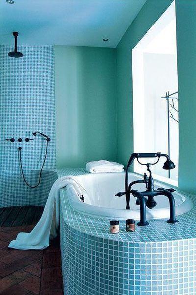 Voir la vie en bleu france 39 in d co for Peinture salle de bain couleur bleu