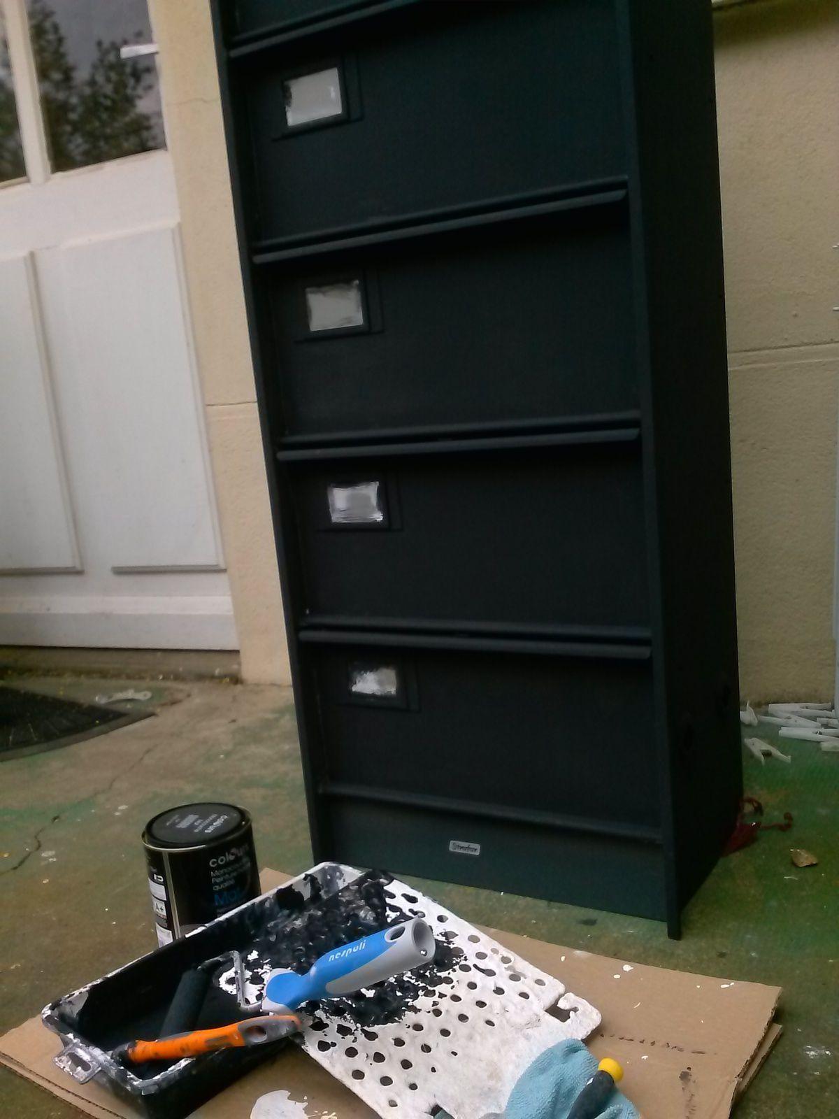 peinture du meuble à casiers