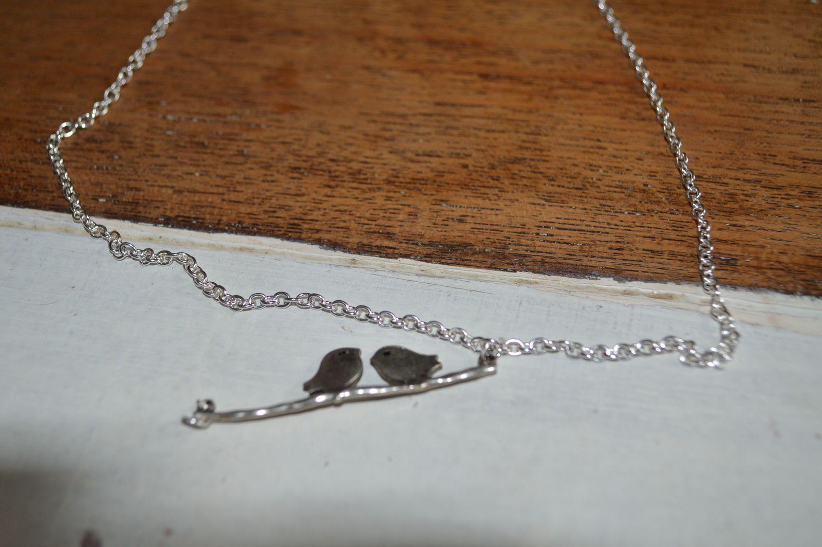 accrochage de l'anneau au pendentif et à la chaîne