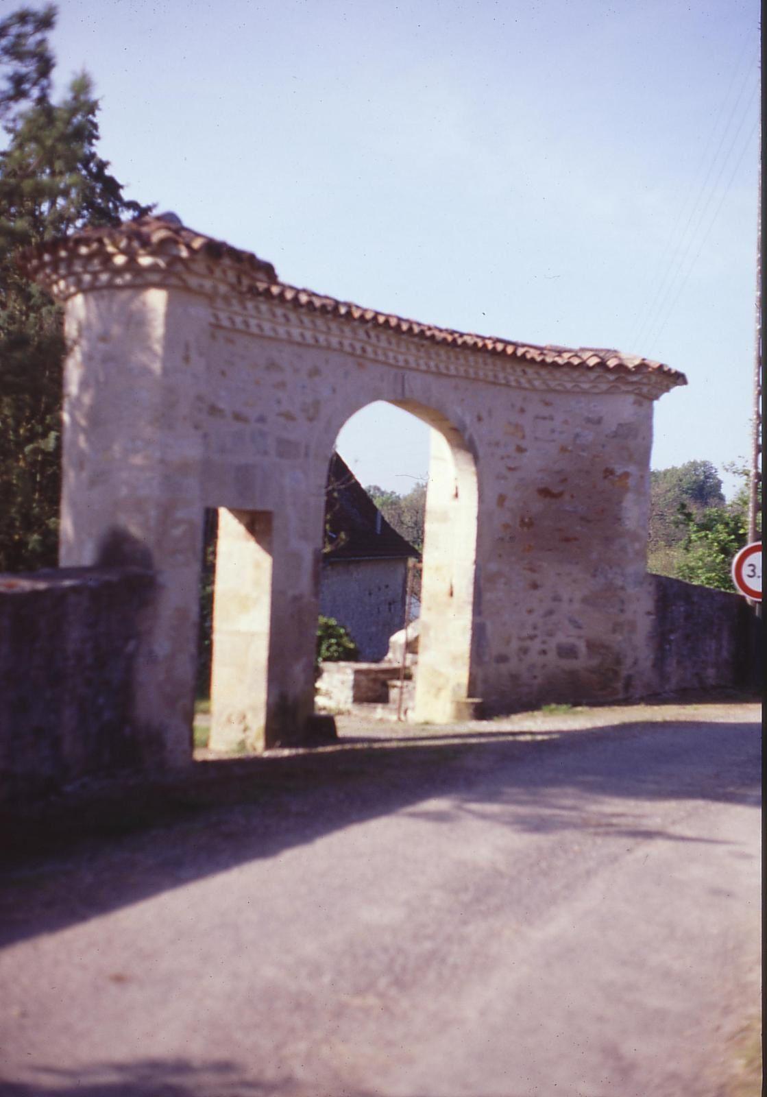 Pont et Lavoir du Fraysse - Four à Chaux au Causse St Denis - Porche à La Borie