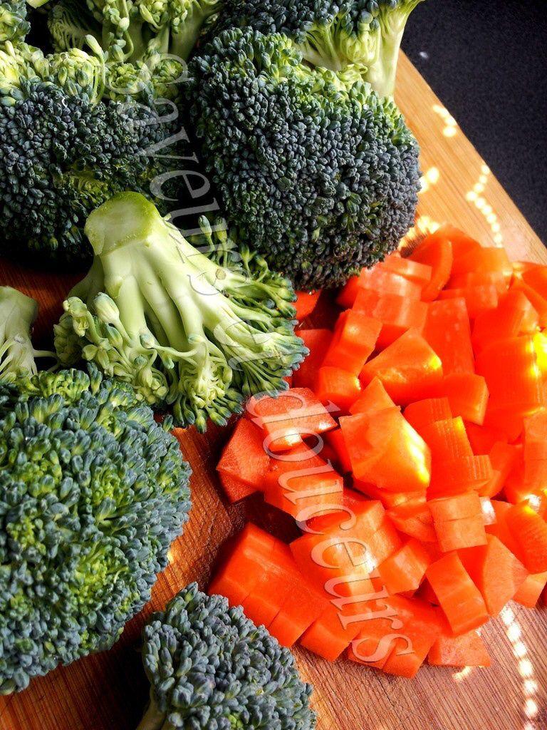 Purée de brocolis carottes et pommes de terre pour bébé