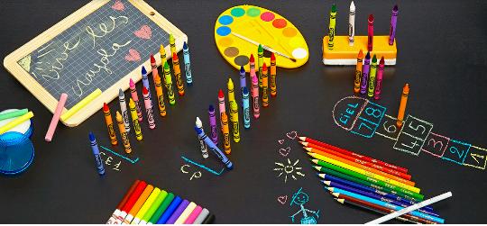Vente promotionnelle : cahiers de vacances activités et crayola