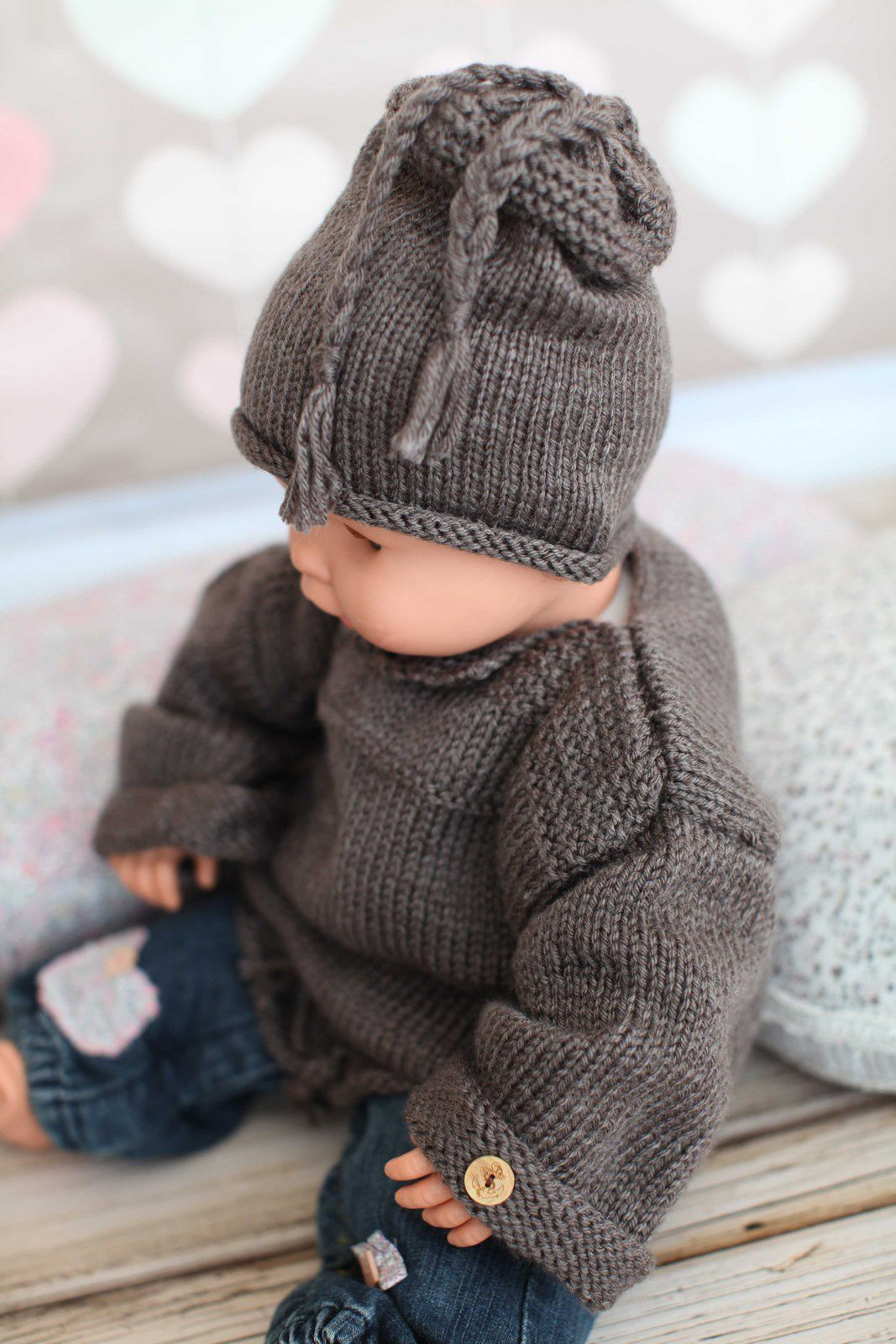Handmade whool sweater and hat for a 18 months baby