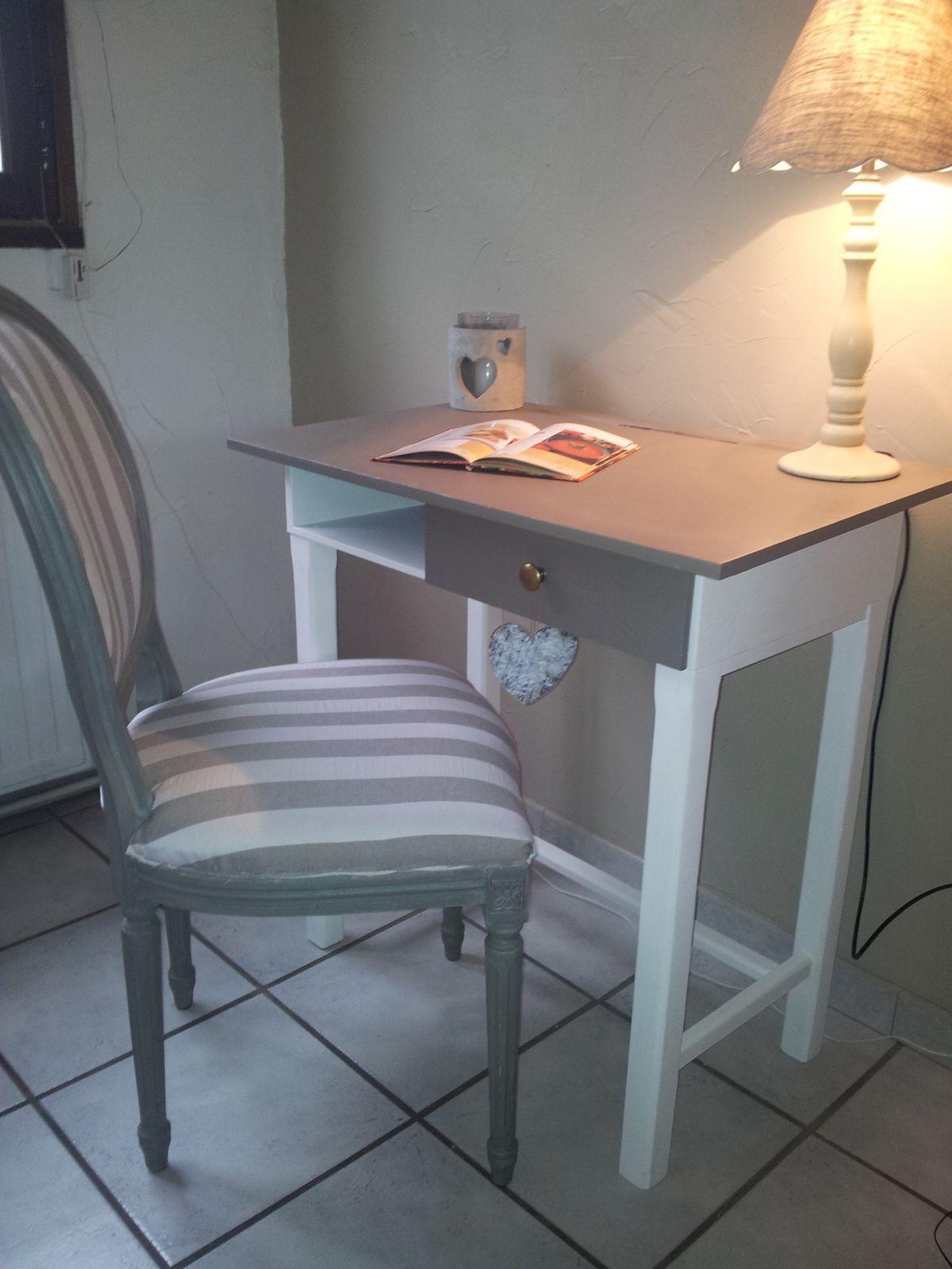 petit bureau gris et taupe vendu charme et. Black Bedroom Furniture Sets. Home Design Ideas