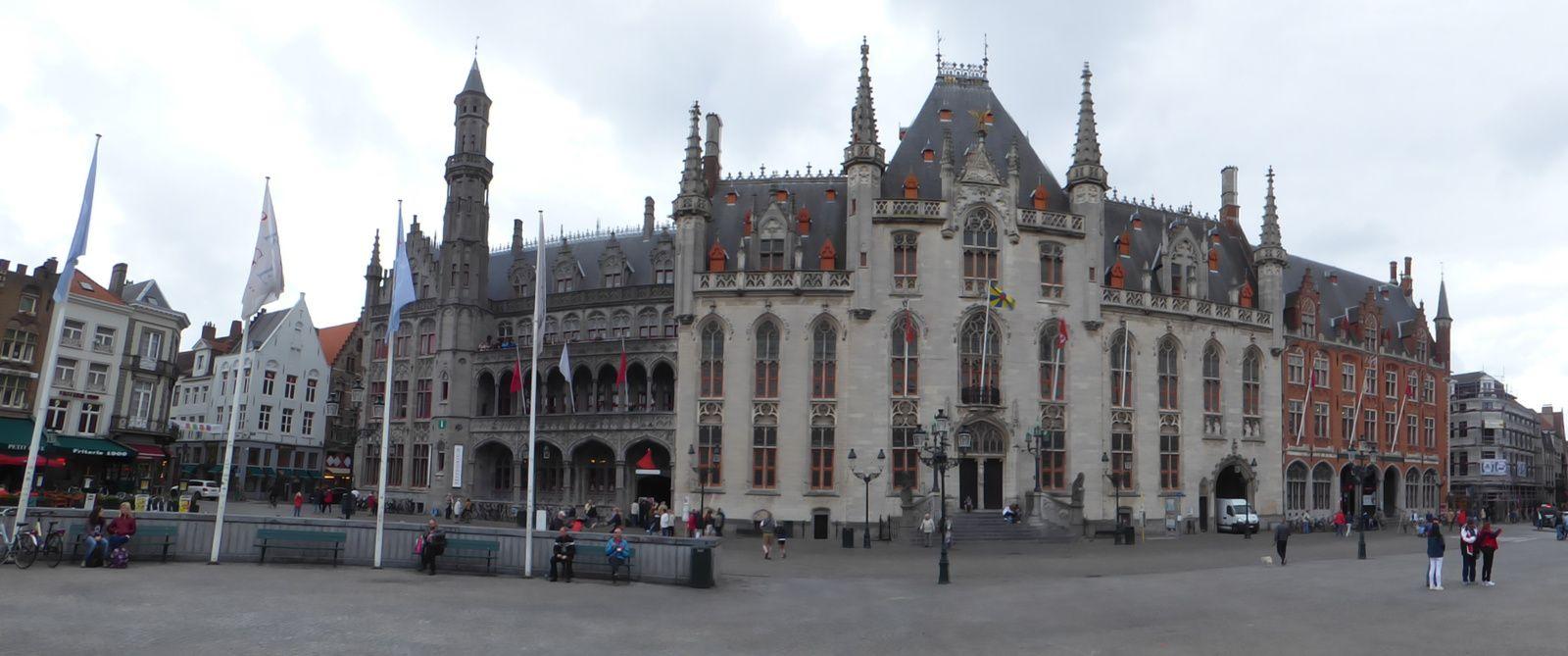 Bruges, ses canaux, beffroi, jolies façades....