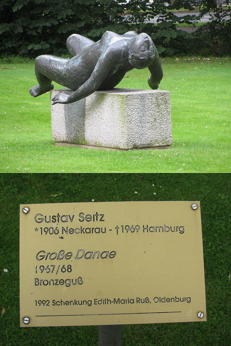 "Oldenburg, Niedersachsen. Sculpture ""Große Danae"" de Gustav Seitz Cour intérieure du château."