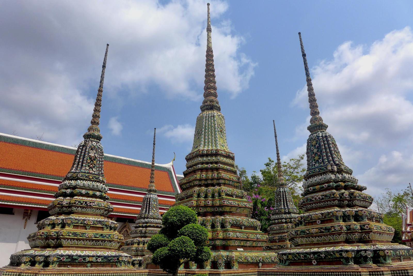 Le retour en Thaïlande ! Passage surréaliste au poste de Police