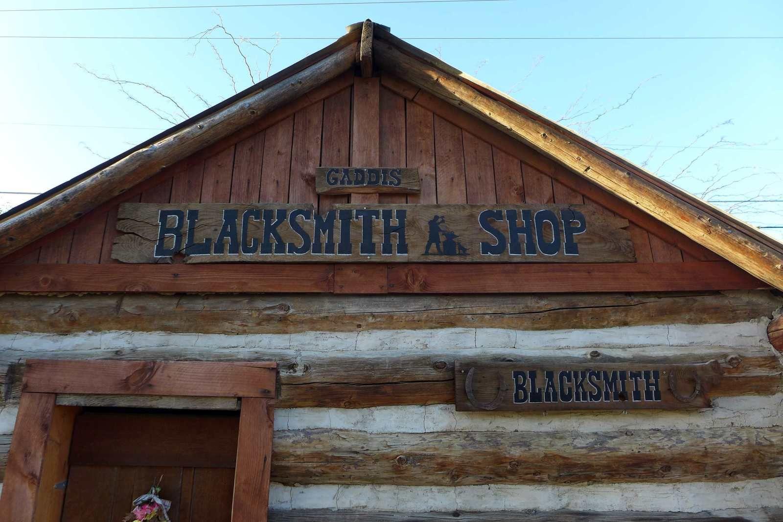 """Petit clin d'oeil à notre Laura """"blacksmith"""" (ferronnière)"""