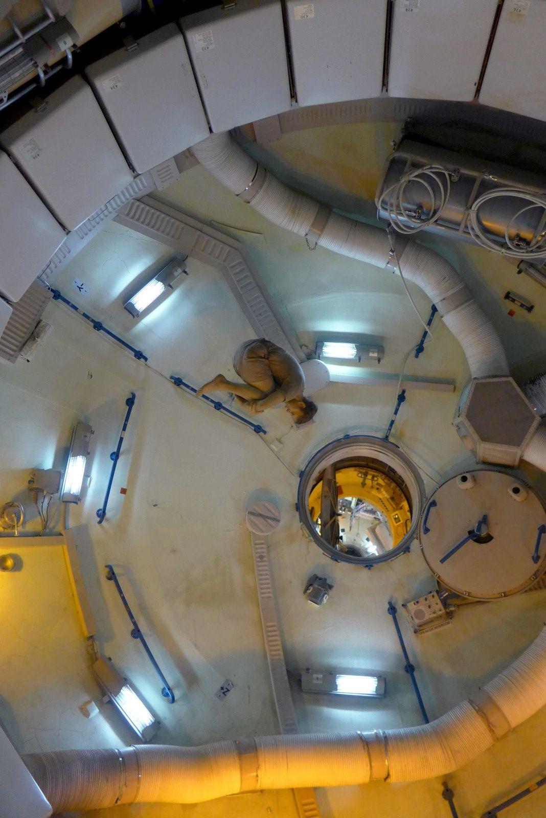 A la fin ils nous ont convaincu de partir avec eux quelques jours dans une station spatiale, en espérant qu'ils nous reposeront au Mexique &#x3B;)