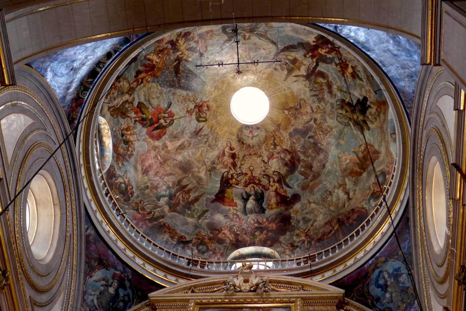 L'impressionnante cathédrale de Puebla, qui est représentée sur les billets de 500 Pesos Ses tours sont les plus hautes du pays (69 m). L'intérieur somptueux, les fresques et les chapelles latérales finement décorées sont magnifiques .
