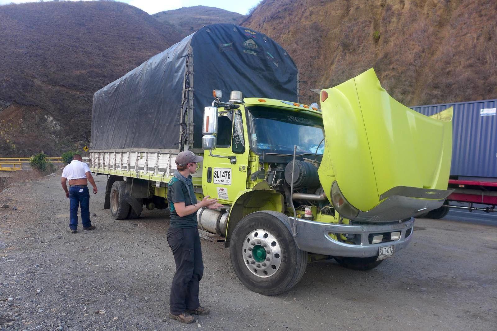 Lolo devant le dernier camion stop de la Colombie