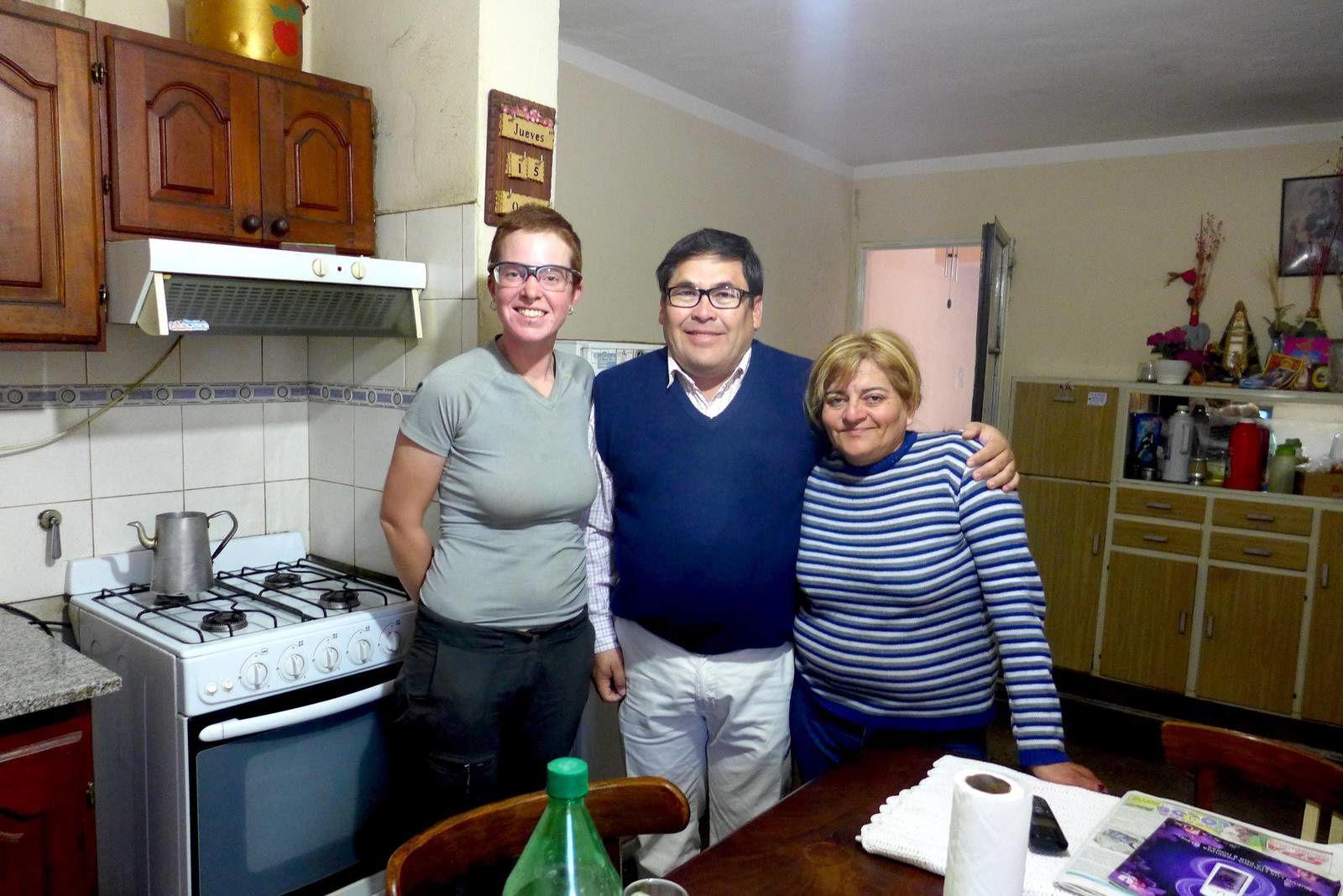 Fabian et Marie à ce moment nous ne savions pas qu'ils seront nos derniers hébergeurs à l'improviste de notre voyage. Tout les quatre nous passeront une superbe soirée en écoutant Fabian professeur de géographie nous faisant mieux connaître son pays.