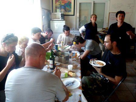 Un délicieux tajine aux olives, préparé par Sonia, nous attendait et a permis à chacun de se régaler, se détendre et reprendre des forces pour de nouvelles aventures !