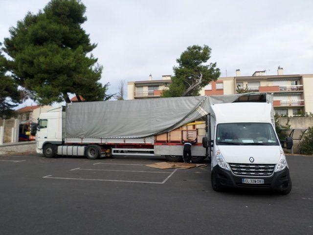 AIMA a complété le camion avec un 20 m3 d'adaptables et mobilier provenant du CH de Casteljaloux ! Un grand merci à tous les hôpitaux qui font don de leur matériel pour des actions de solidarité internationale.
