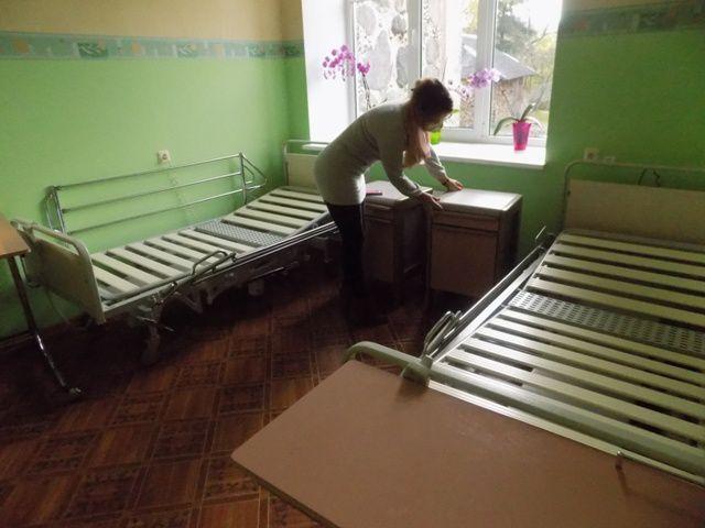 Quelques photos du déchargement du mobilier de l'Ehpad de Gradignan en Lettonie...