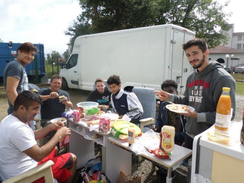 Pour ce 100ème camion, notre amie Martine offrit du foie gras et prépara une délicieuse salade... Un grand merci