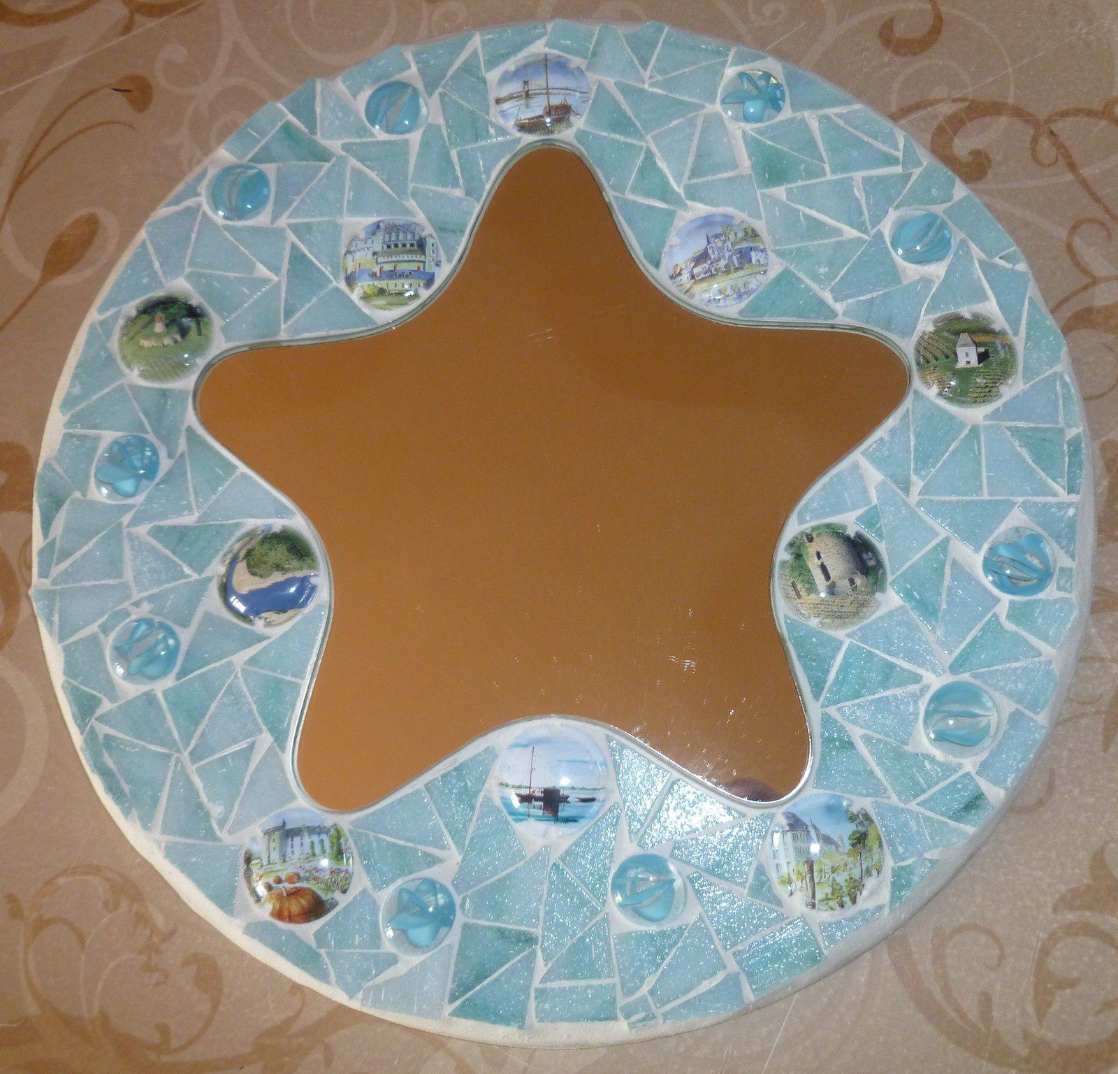 mosaique bleu pour mon miroir étoile ,décoré de capsules de champagnes :marque de fabrique .