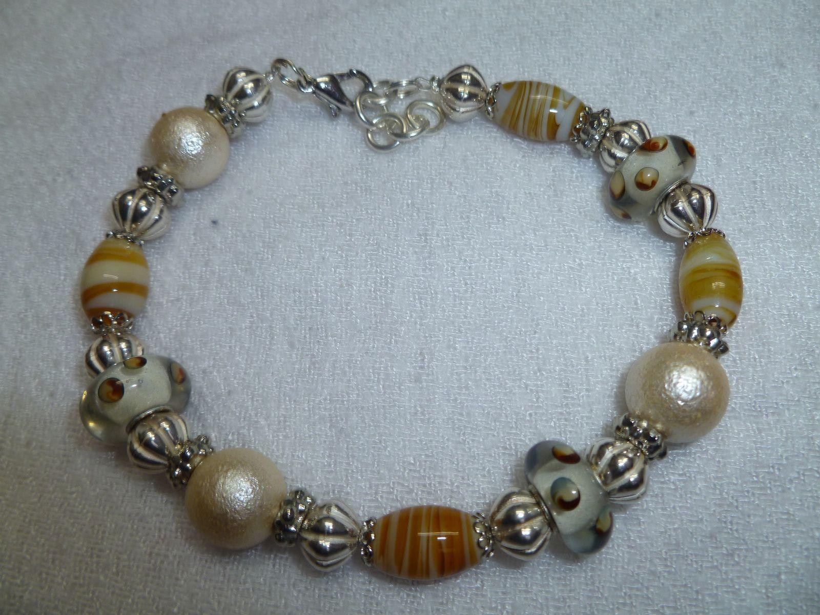 Bracelat réalisé avec des perles panduro en verres .