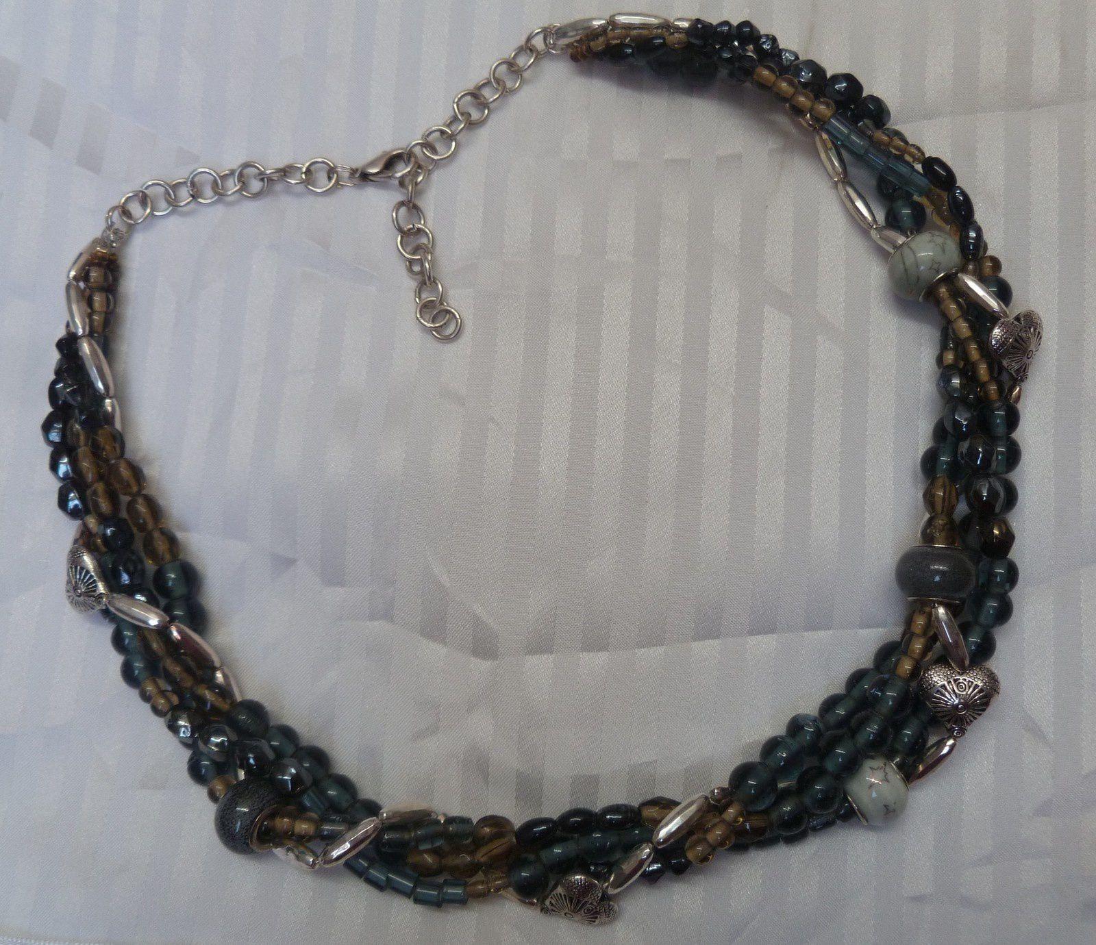 collier en perles tréssées .