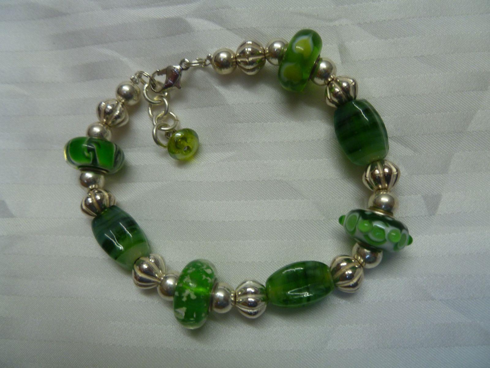 bracelet avec perles panduro vertes .