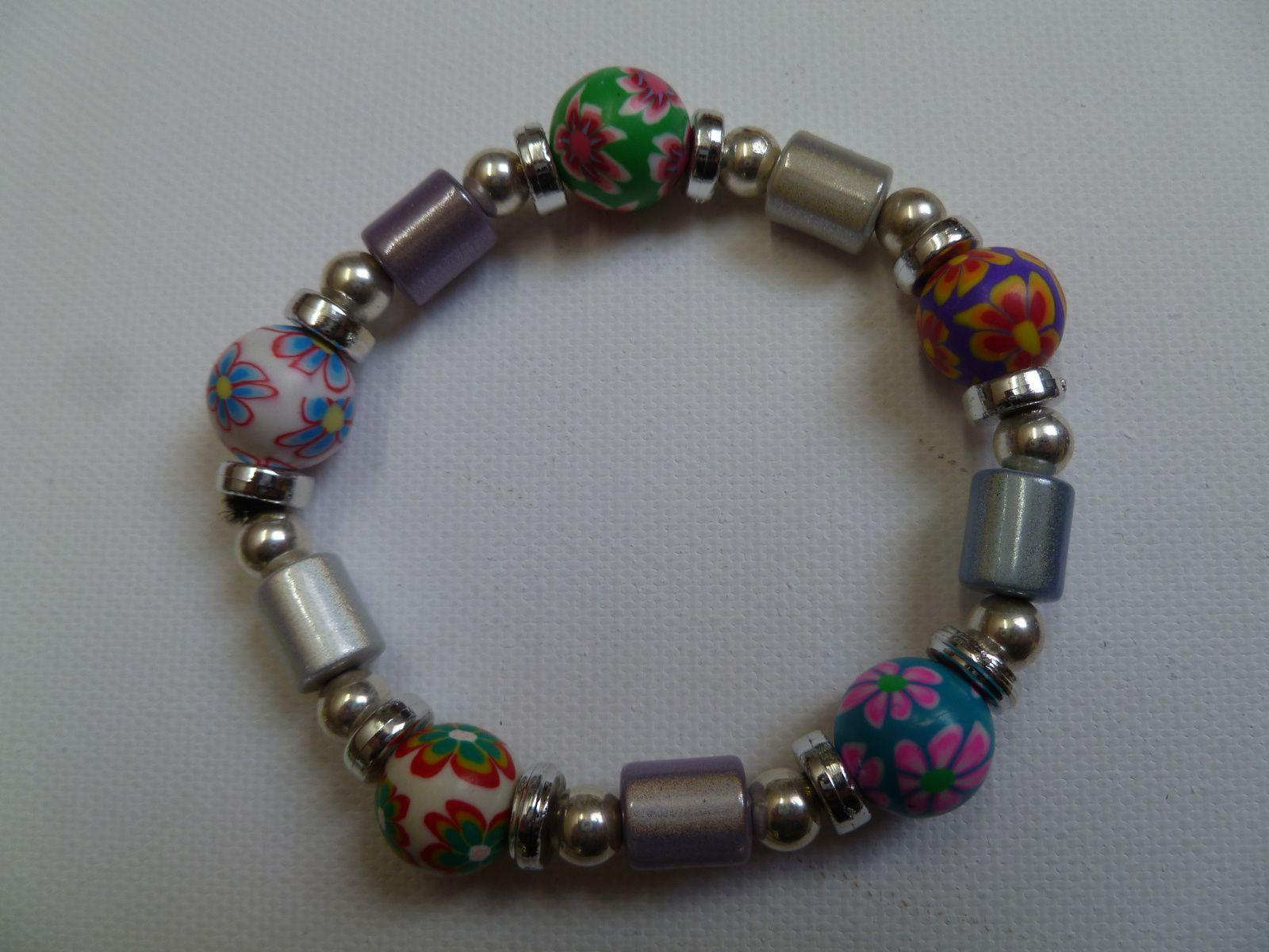 bracelet élastique avec perles fimo et bois