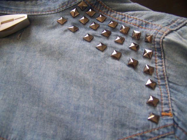 à l'aide de la pince mettez les clou dans le jean