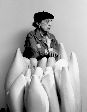 Louise Bourgeois , sculpteure !!! Ou la femme-maison 🏠🏫🏨 ///