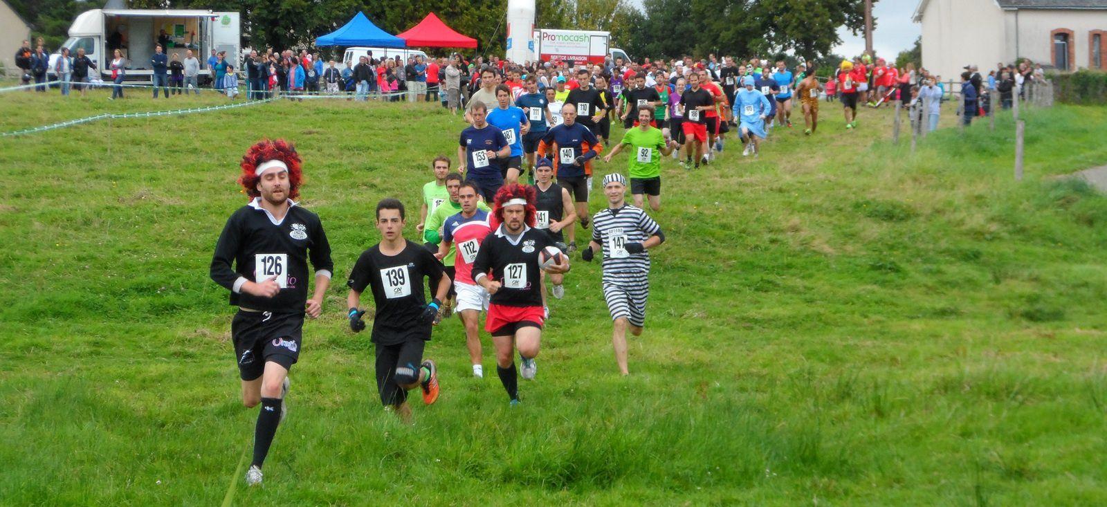 C'est parti pour les 14 KM où les concurrents auront à passer 2 fois tous les obstacles.