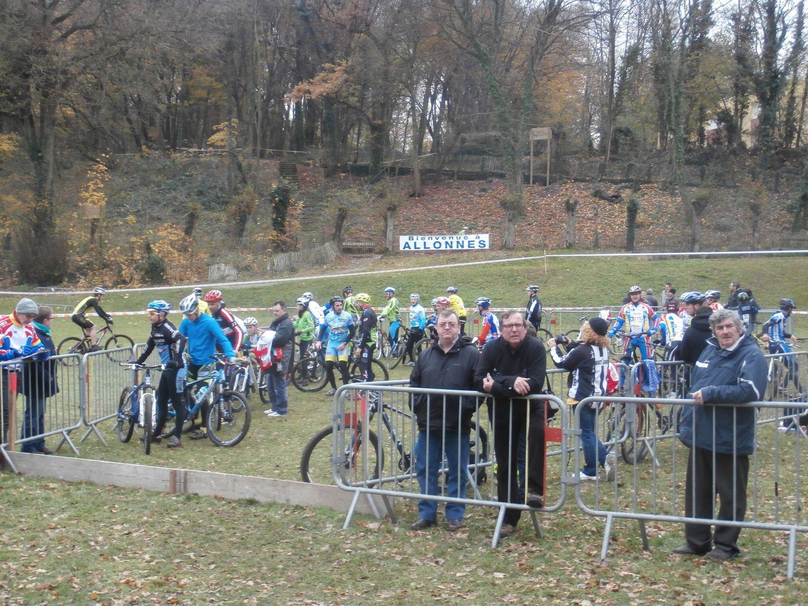 Le parc fermé où se passent les relais du DUO VTT.