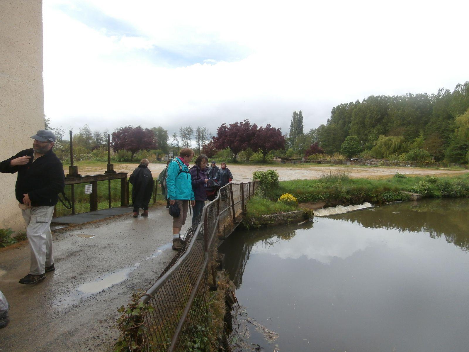 On passe ensuite près du moulin des Calots qui abritait une cartonnerie et il ne pleut plus !