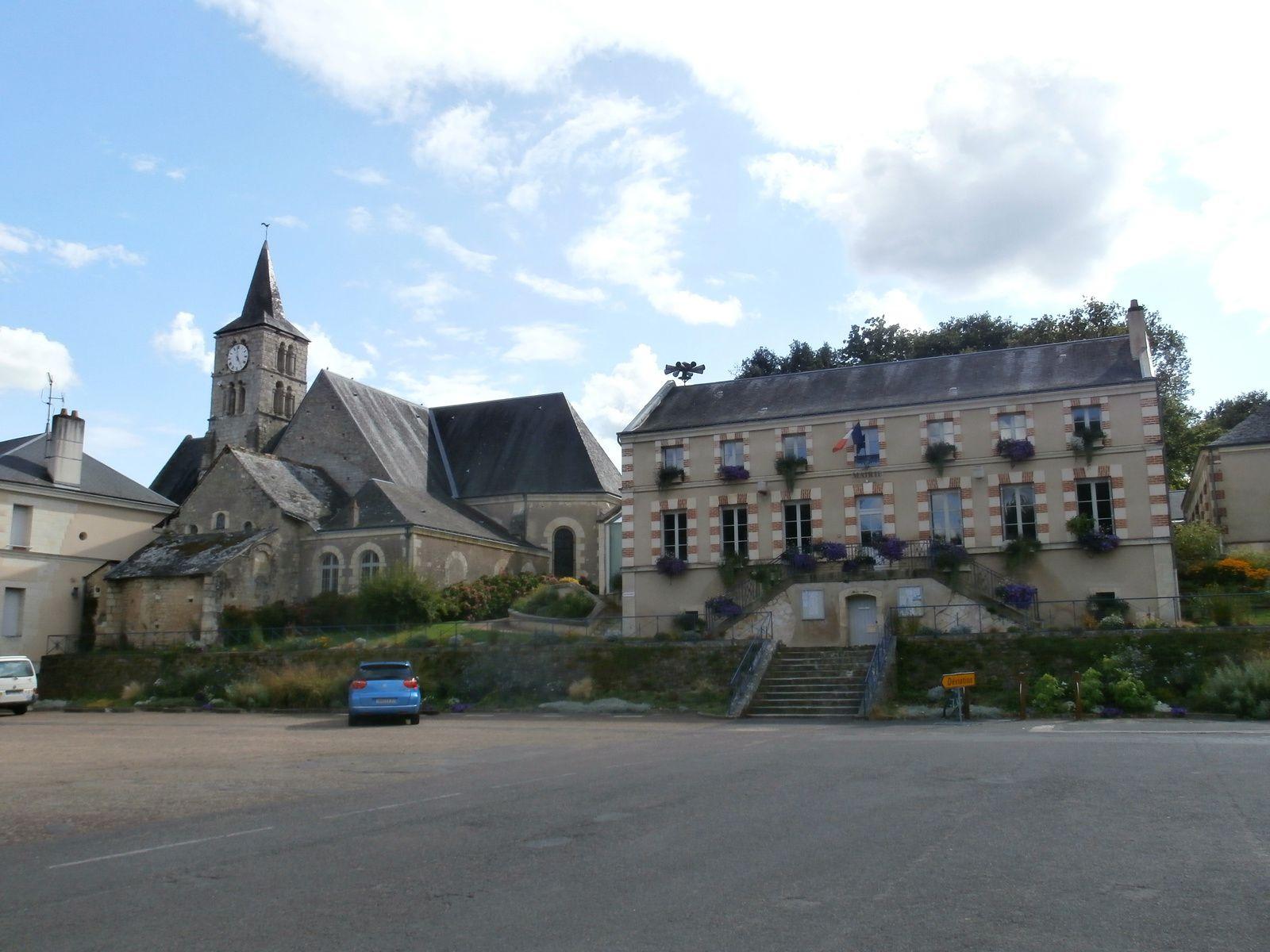 C'est un étonnant village, capitale de la vannerie où l'osier est omniprésent.