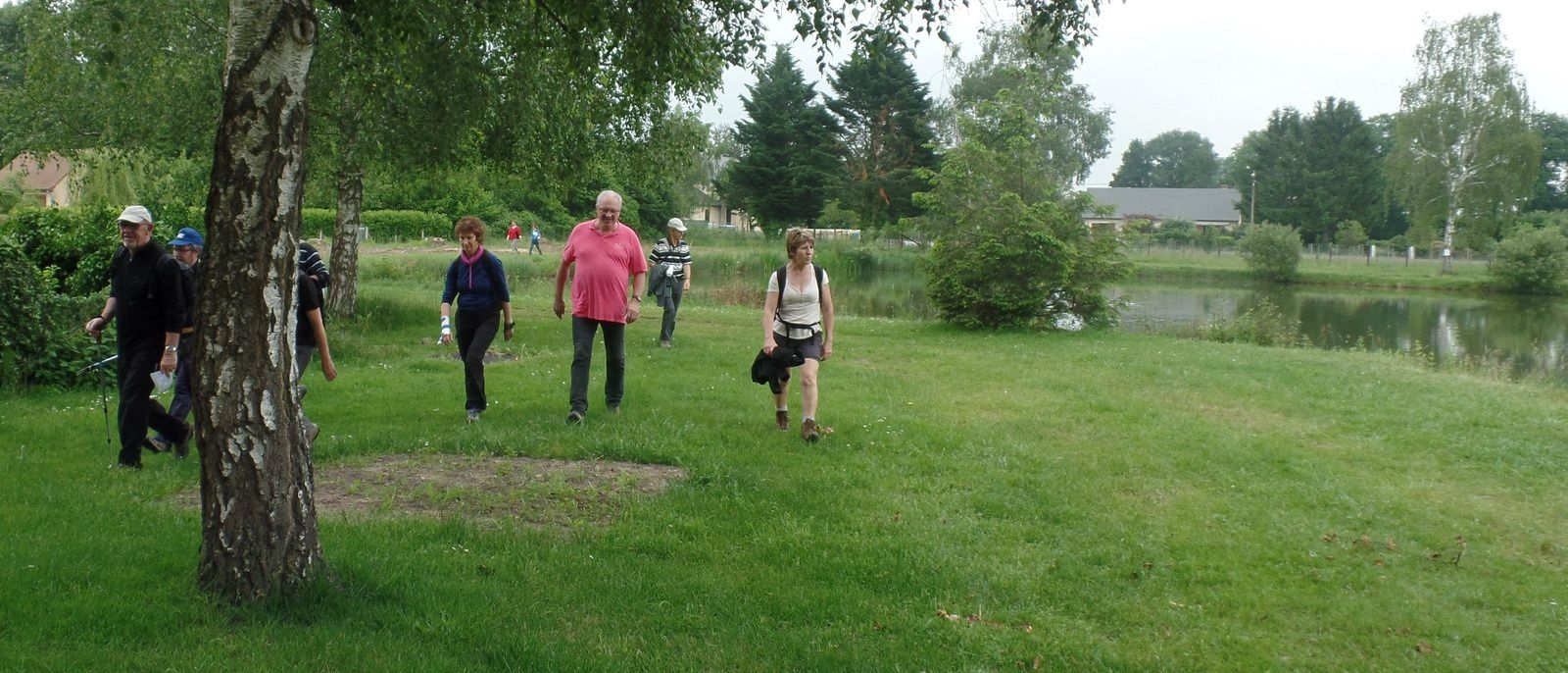 On finit en retraversant le parc municipal après avoir longé le plan d'eau.
