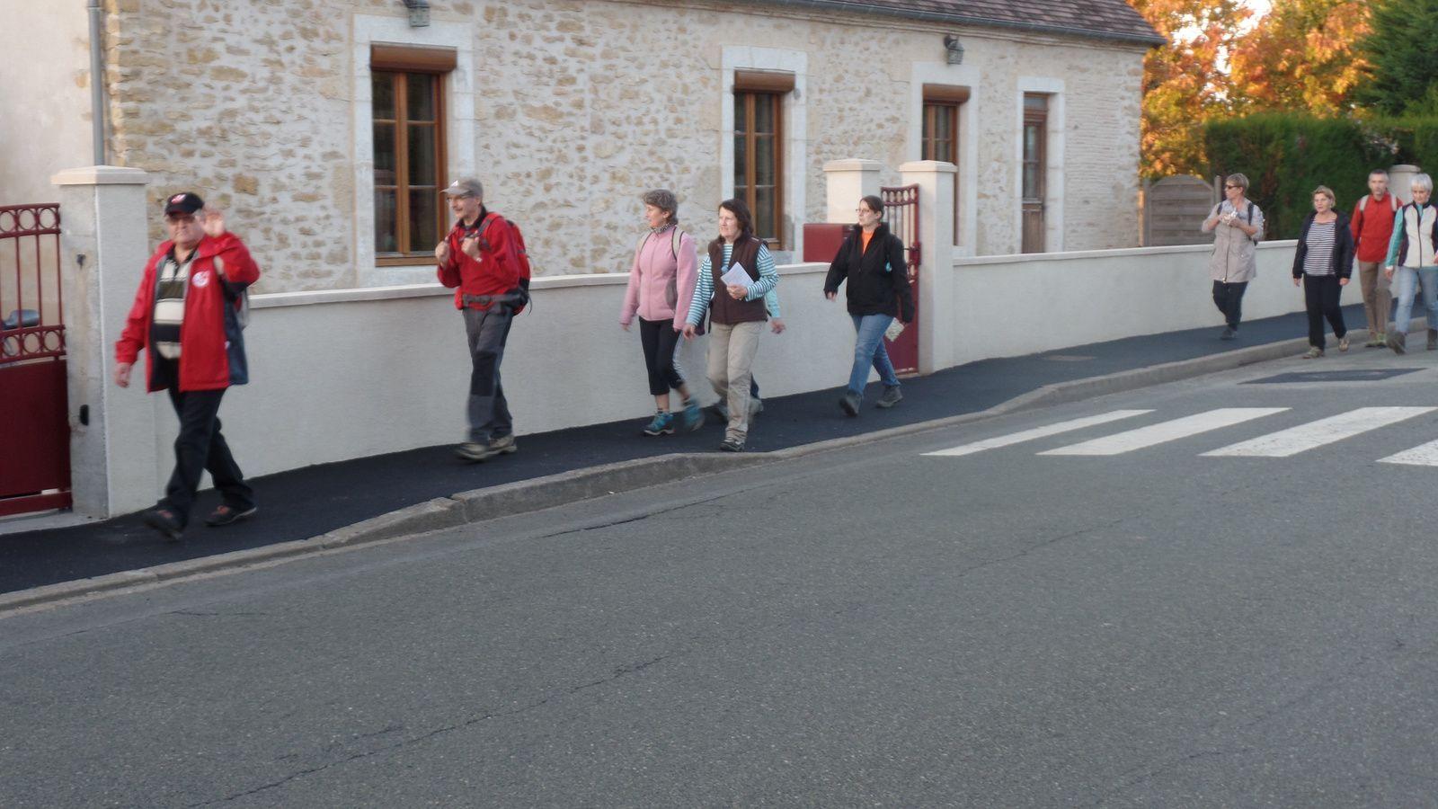 On traverse ensuite le bourg de NUILLE le JALAIS.