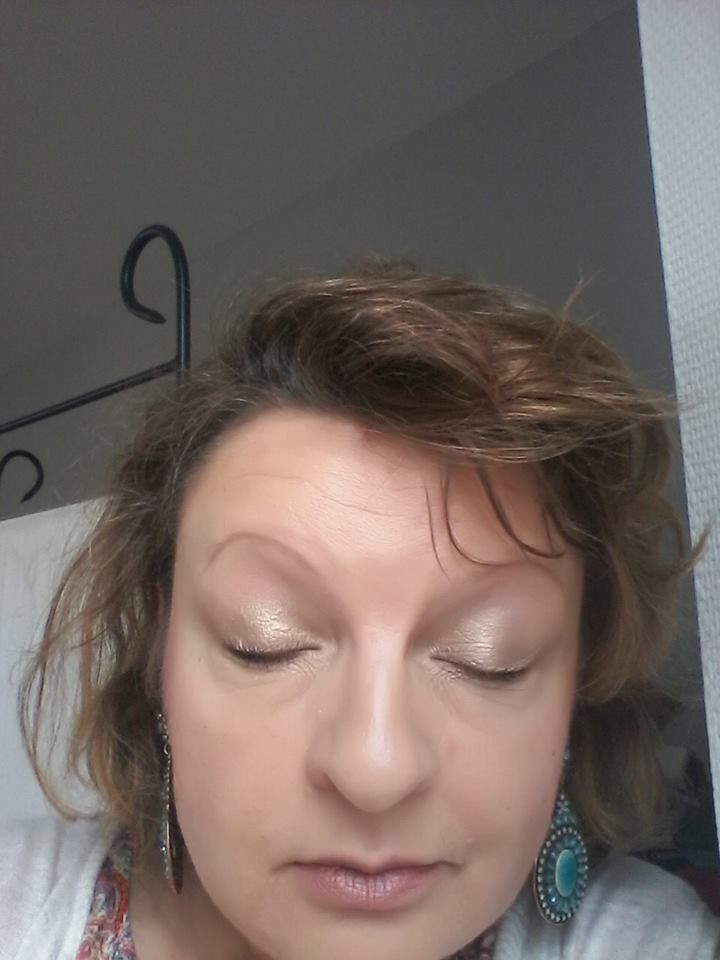 un make -up tout en douceur avec les 3 couleurs ,strawberry bon bon,marzipan,et créme brûlée,melted chihuahua, base shadow insurance,mascara better than sex