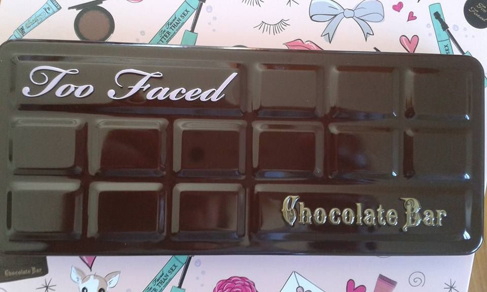 "la cultissime palette de chez"" too faced,"" la ""chocolate bar"", réunie de beaux fards mats....."