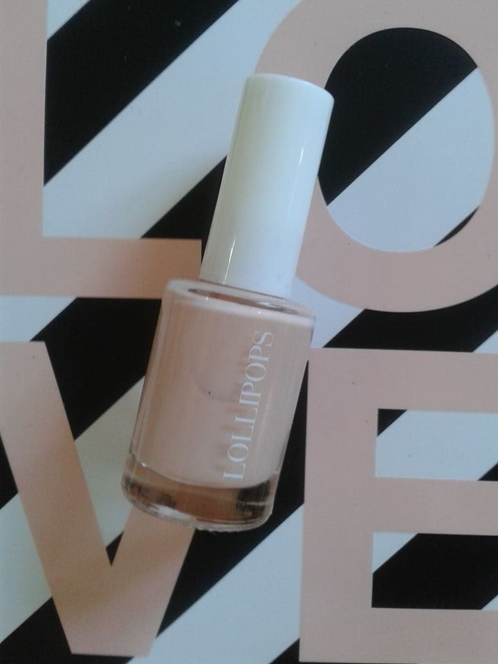 lollipops with this nail polish, nude version , matin rose, so elegant .....