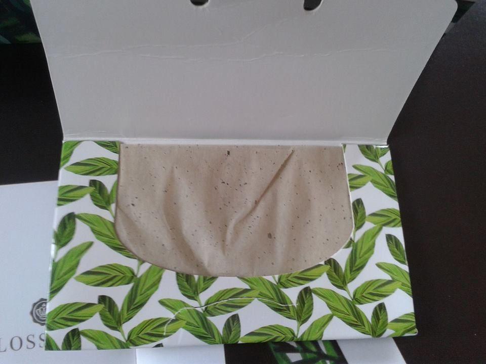 blotting paper with green tea natural and vegan for combinaison skin by BEAUTY PAPIER, buvards absorbants thé vert, naturel et vegan pour peaux mixtes by BEAUTY PAPIER