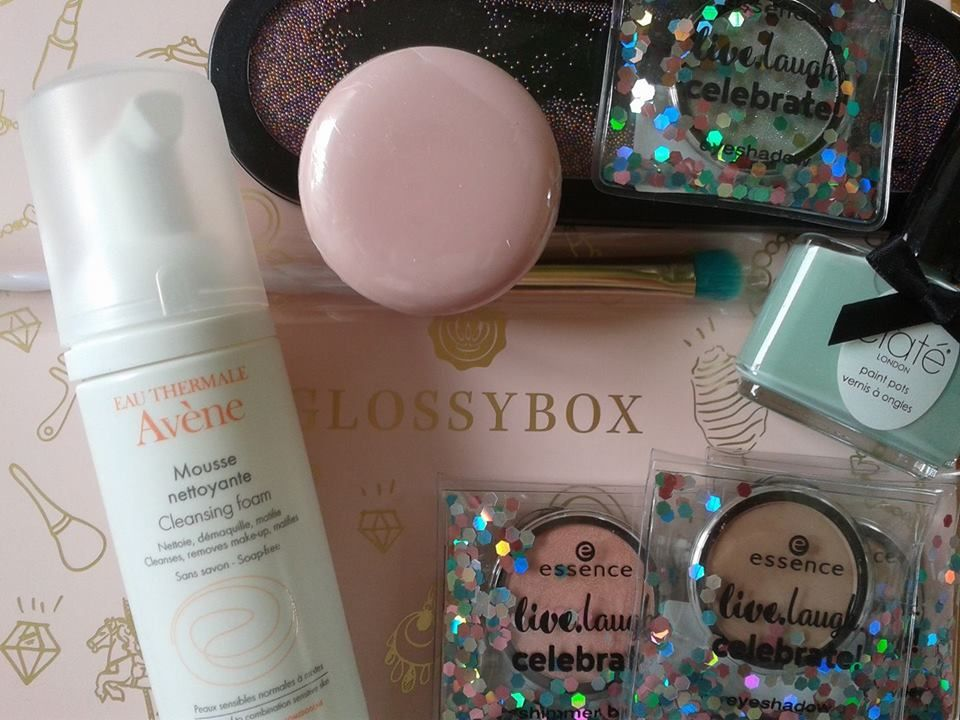 """beauty land"" by glossybox including 6 items,"" beauty land"" by glossybox incluant 6 références"
