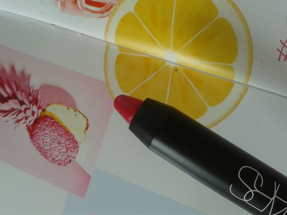 """fruity edition "" by glossybox and this velvet mat lip pencil,""let's go crazy""!by the famous artist makeup nars...fruity glossybox et le crayon à lèvress velours mat ""let's go crazy"" by the célèbre makeup artiste nars...."