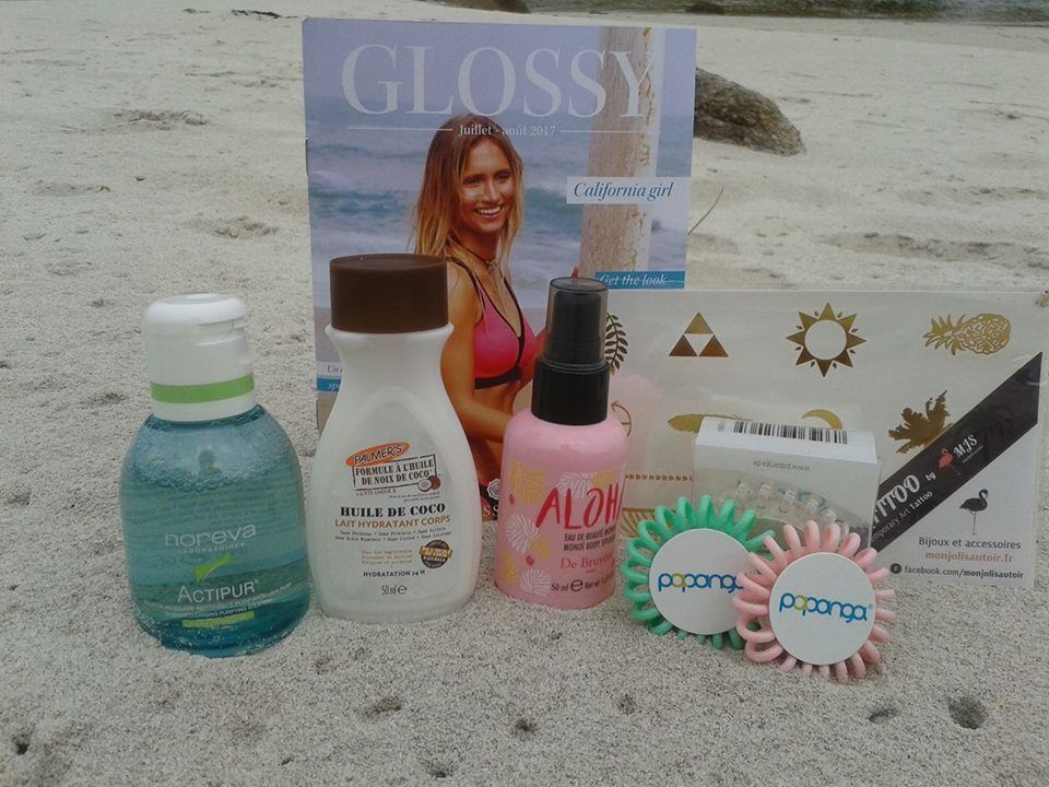 """discover this beauty bag """" california girl"""" ready to go! ready for vacation, full size and travel size with these two beauty bags by glossybox, """"california girl"""" prêt à partir et idéales pour les vacances, formats voyage et full size pour ces trousses beautés by glossybox"""