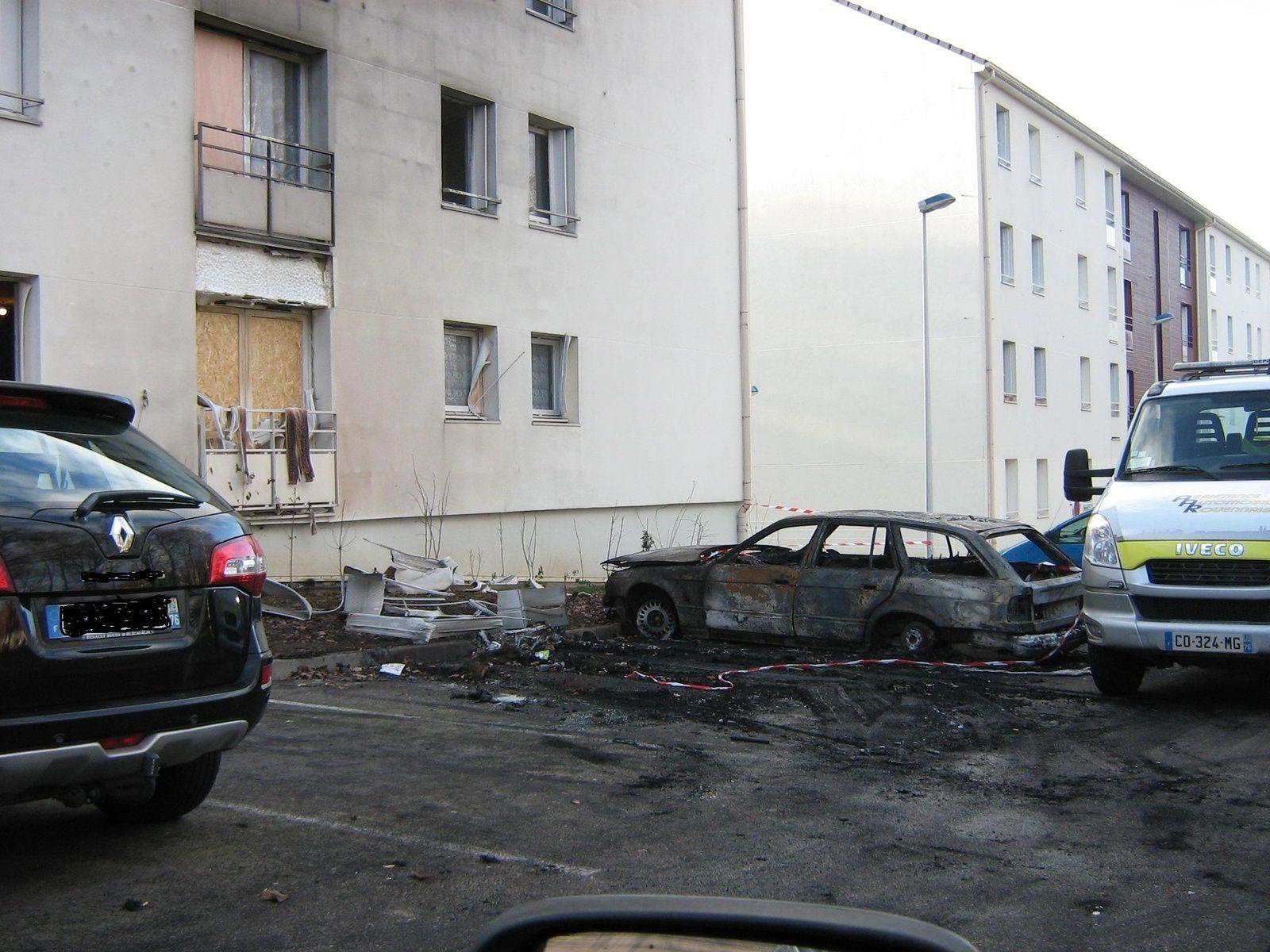 photo de la situation Mardi en début d'après midi, l'évacuation des voitures en cours.