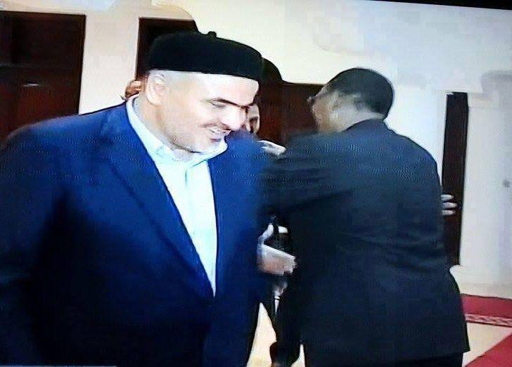 Le Président tchadien, Idriss Deby joue-t-il un double jeu avec Hollande?
