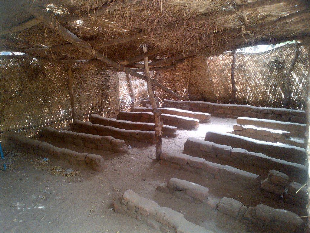 """Idriss Deby: """"Les élèves tchadiens méritent-ils ce genre d'école?"""""""