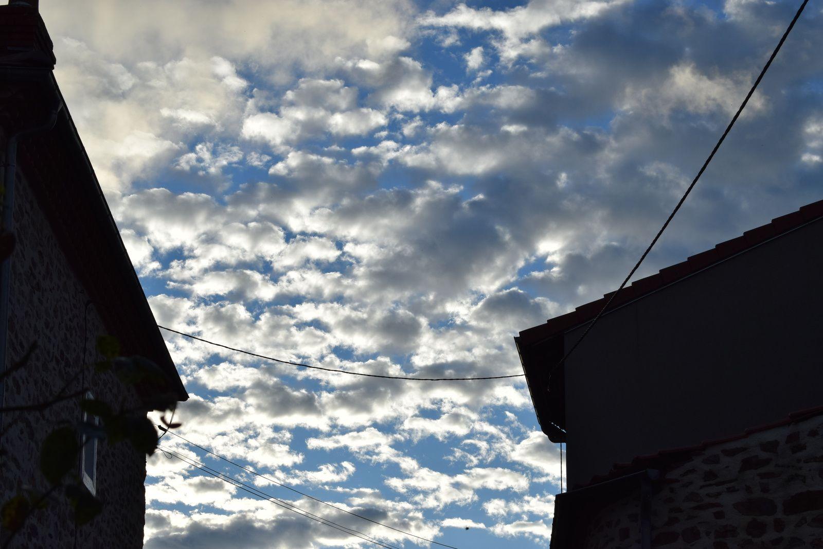 Massiac : nuages matinaux à Mallet et Fayet