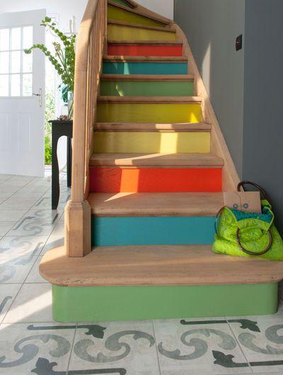 Deco des escaliers de toutes les couleurs lis go le blog for Peinture pour escalier en bois interieur