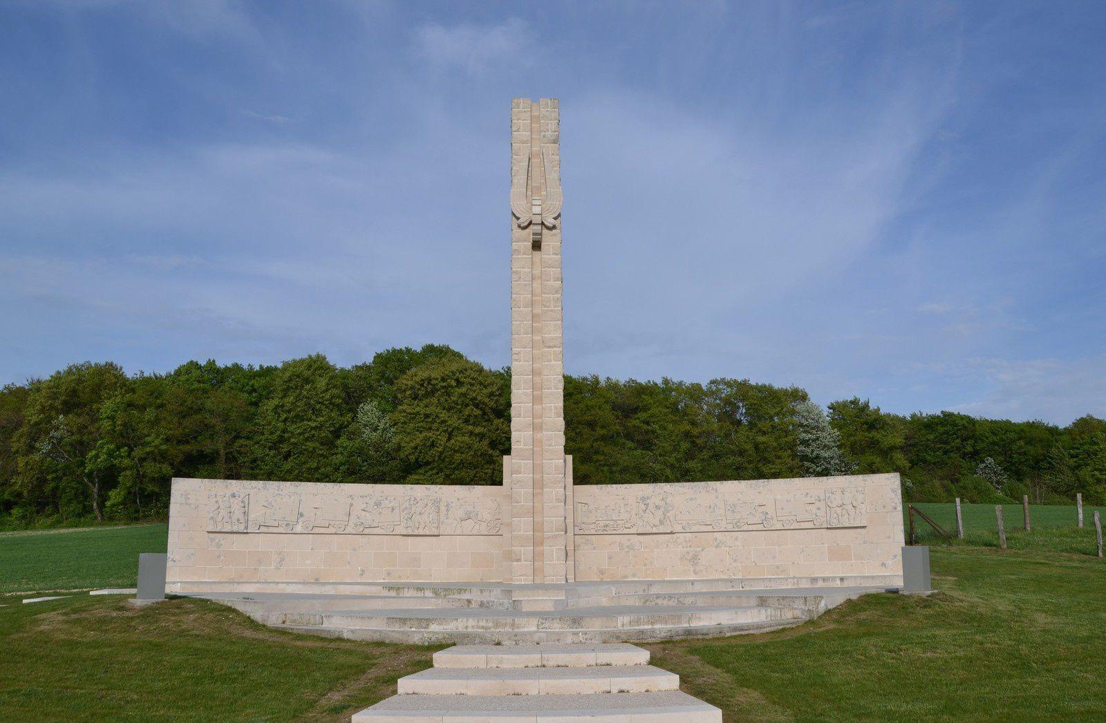 Le monument de la Voie Sacrée sur la route de Bar-le-Duc, à 9 km de Verdun